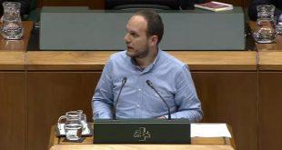 Iñigo Martínez Zaton en el parlamento